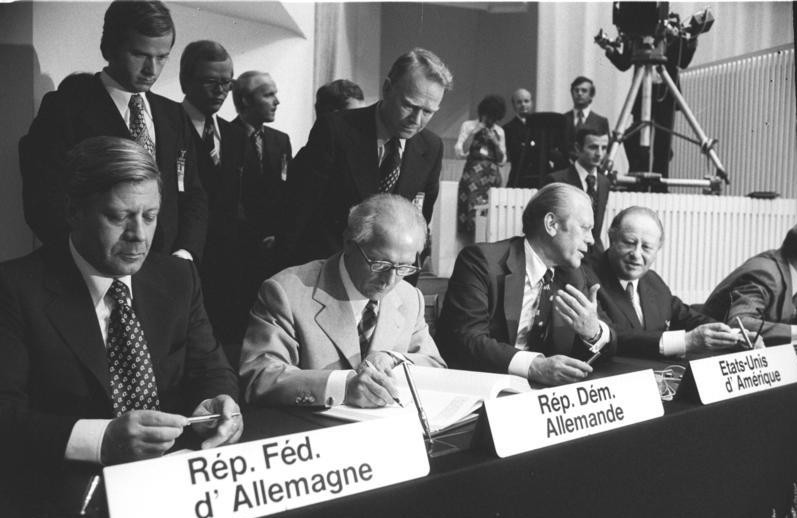 Photo of dignitaries signing documents at the Helsinki Security Conference 1975