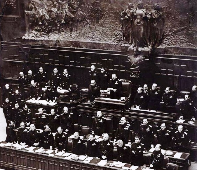 Image of Mussolini and ministers in the Italian Parliament